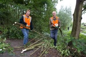 Vrijwilligers aan de slag in het park