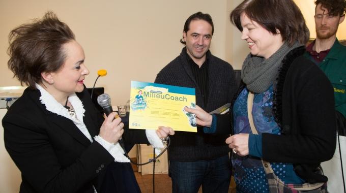 Wethouder duurzaamheid Alexandra van Huffelen reikt certificaten uit aan milieucoaches