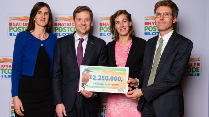 328 miljoen euro uit aan goede doelen