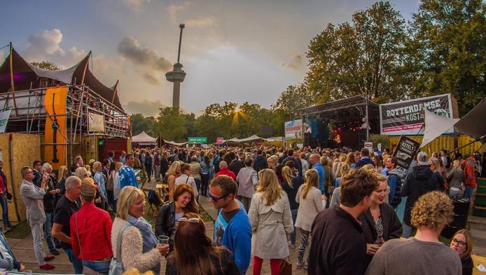 """99 festivaldagen hartje zomer in het Kralingse Bos = teveel!"""