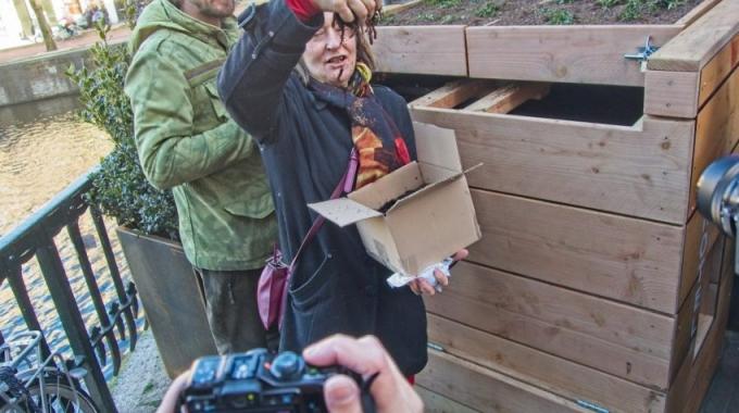 Wormenhotels leveren gemeente geld op en bewoners compost